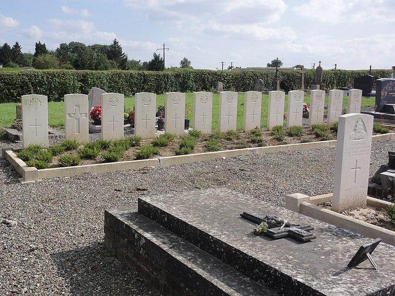 Levergies (Aisne) cimetière communal, tombes de guerre de la CWGC