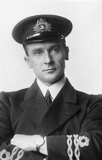 """Royal Naval Reserve - A First World War RNR officer wearing the """"wavy navy"""" rank insignia"""