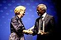 Liz Mohn Reinhard-Mohn-Preis 2013 für Kofi Annan.jpg