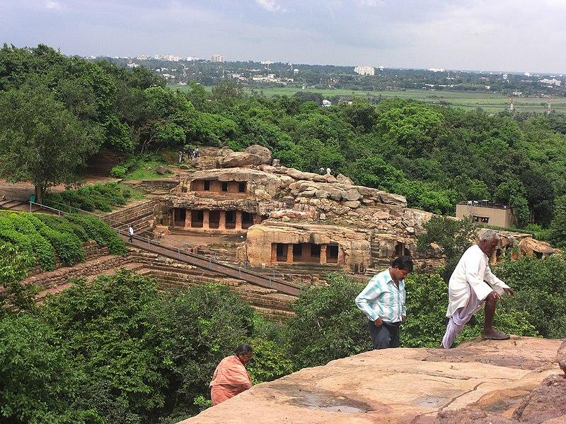 File:Looking onto the Udayagiri caves from Khandagiri, in Bhubaneswar.jpg