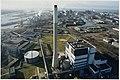Luchtfoto met op de voorgrond de electriciteitscentrale UNA met aansluitend het bedrijfsterrein van Hoogovens Staal. NL-HlmNHA 54050090.JPG