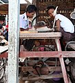 Mandalay-Jademarkt-66-Schleifer-gje.jpg