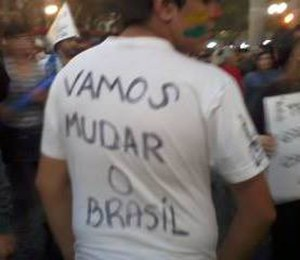 "2013 protests in Brazil - A demonstrator protests in Sé Square, São Paulo. The message says ""Let's change Brazil""."