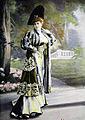 Manteau du soir par Redfern 1905 cropped.jpg