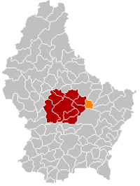 Map of Luxembourg with Heffingen highlighted in orange, the district in dark grey, and the canton in dark red