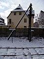 Mariánské Lázně město, zastávka, dřevěný sloup.jpg