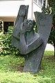 Maria Himmelfahrt Schönenwerd Bronzeengel aussenbereich.jpg