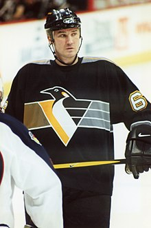 Photo de Mario Lemieux avec le maillot des Penguins de Pittsburgh.