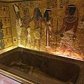Mask from inside King Tut's tomb. 18th dynasty of Egypt.jpg