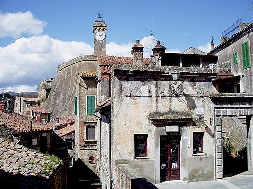 Il Masso Leopoldino e la Torre dell'Orologio di Sorano