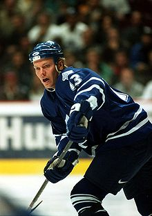 Photo de Mats Sundin en action dans la tenue bleue des Maple Leafs de Toronto.