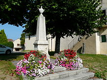 Photographie montrant le monument aux morts de Maxilly