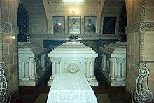 Monastero Le Mariam (Addis Abeba): il sarcofago di Taitù (a sinistra), vicino a quelli di Menelik II e di Zauditù I