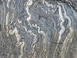 Cấu tạo phân phiến bị uốn nếp trong đá biến chất gần Geirangerfjord, Na Uy
