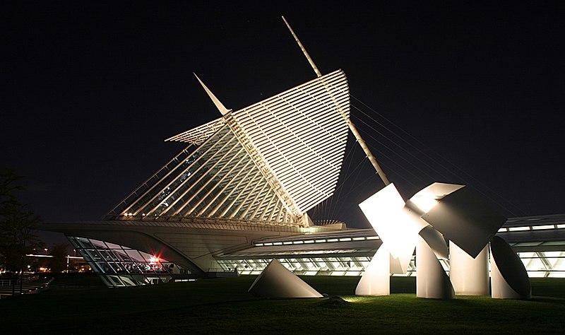 File:Milwaukee Art Museum at night.jpg