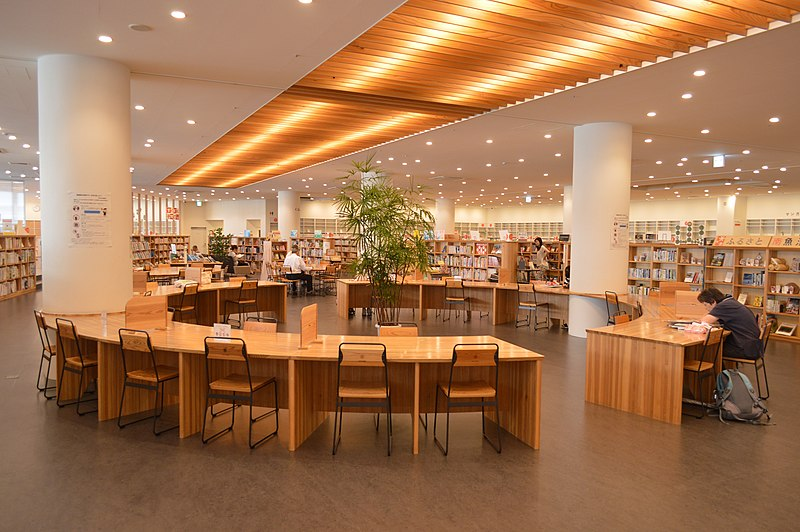 ファイル:Minamiuonuma City Library reading seats ac (1).jpg