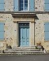 Montbron 16 Habitat entrée maison traditionnelle 2014.jpg