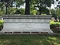 Monument Herbert Holt.jpg