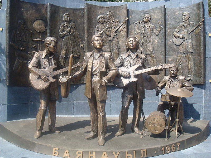 "Файл:Monument of 'Dos Mukasan' music band in Pavlodar; памятник группе ""Дос Мукасан"" в Павлодаре, скульптор Сергебаев Ескен.JPG"