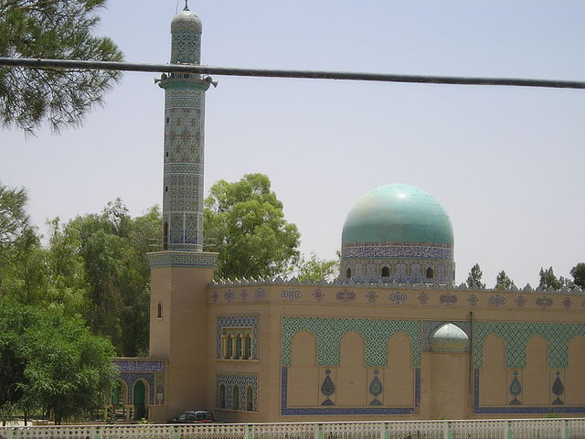 Mosque in Lashkar Gah By U.S. Military staff ([1]) [Public domain], via Wikimedia Commons