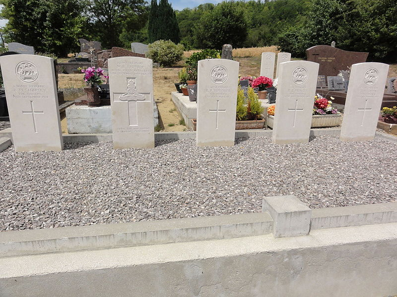Moulins (Aisne) tombes de guerre de la CWGC