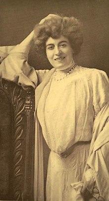 Mevrouw Leslie Carter - 1906 MunseysMag.jpg
