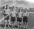 Nederlands elftal in Leipzig Hans de Koning derde van links, Bestanddeelnr 912-4743.jpg
