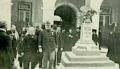No pateo da Escola Medica, El-Rei e o Dr. Curry Cabral - Brasil-Portugal (1Mai1906).png