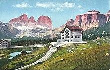 Old hotel Pordoi.jpg