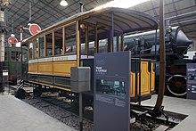 Omnibus a cavalli esposto al Museo nazionale della scienza e della tecnologia Leonardo da Vinci