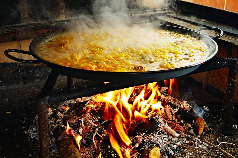 Preparing the paella. Pic by Jan Harenburg.