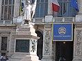 Palazzo madama con statua.jpg