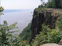 Palisades Sill near Englewood Cliffs.jpg