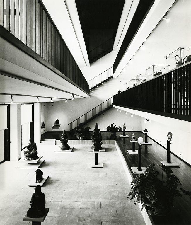 Intérieur du musée asiatique construit par Mario Làbo. Photo de Paolo Monti.