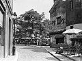 Parijs Beeld van het terras van het restaurant Mère Catherine aan de Place du T, Bestanddeelnr 252-0146.jpg
