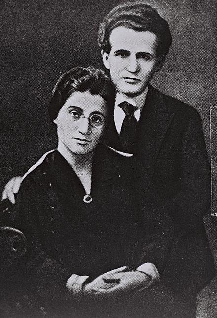 David and Paula Ben-Gurion, 1 June 1918. Paula Monbas and David Ben Gurion before their wedding in New York.jpg