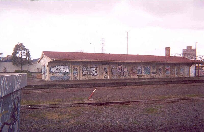 File:Penrose Train Station, Auckland, New Zealand 2003.jpg