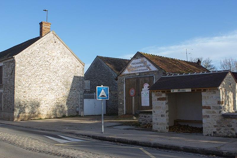 File:Perthes-en-Gatinais - Centre de Première Intervention - 2012-11-25 -IMG 8305.jpg