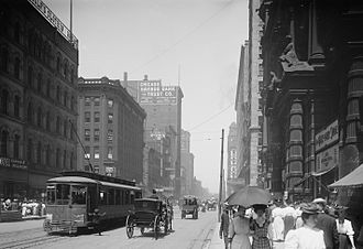 Charles L. Hutchinson - State Street looking north at Monroe c. 1900. Pike's Building at 170 (now 106 S.) State Street, where the Art Institute first opened its doors as The Academy of Fine Arts, is shown to the far left, with the second Palmer House (1873) directly across the street on the far right.