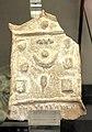 Placchetta di terracotta con decorazioni a rilievo.jpg