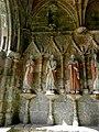 Plouha (22) Chapelle de Kermaria-an-Isquit Porche sud Apôtres 03.JPG