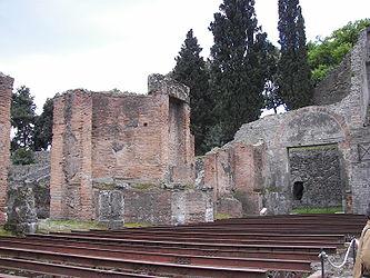 Pompeii theatre 4.jpg