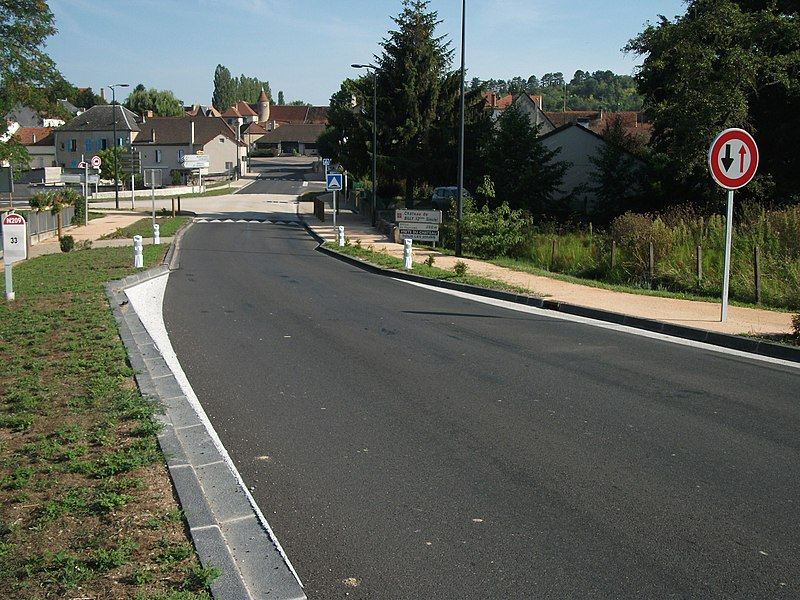 Drivers have to give way to opposite direction in this section, recently modified, the route nationale 209 towards Moulins, commune of Billy. [8565]