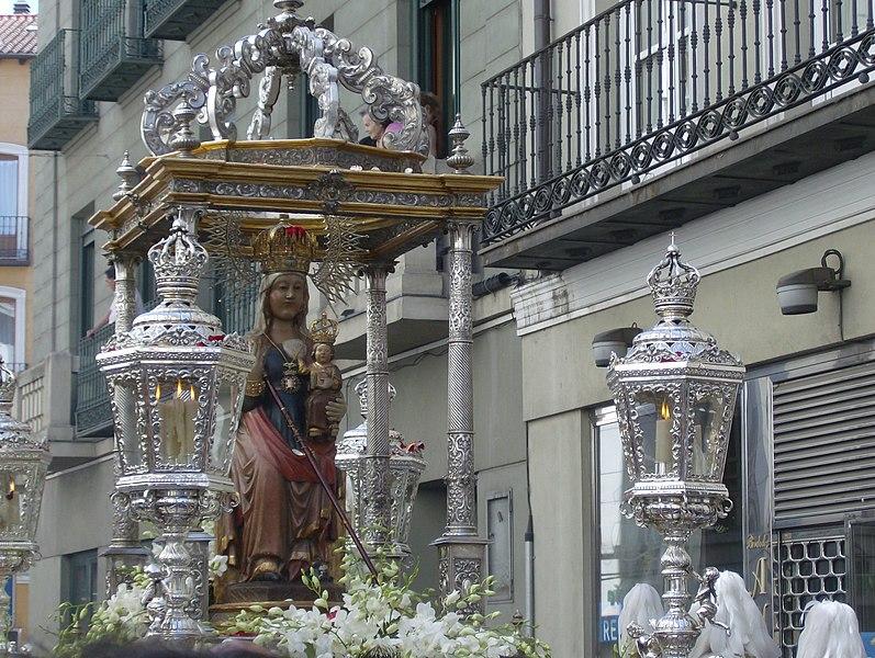 Archivo:Procesion Virgen San Lorenzo VA (2).jpg