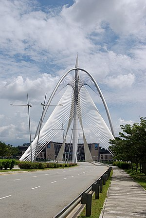 Seri Wawasan Bridge - Seri Wawasan: Structural steel tie back and back stay cables anchored off roadway in Precinct 8