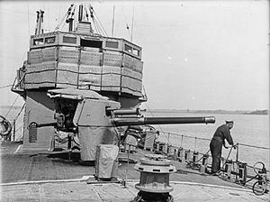 QF 4 inch naval gun Mk IV, XII, XXII - On R-class destroyer HMS Satyr circa. 1917 - 1918