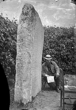 Hans Hildebrand - Hans Hildebrand sitting by the Rök Runestone