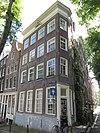 foto van Hoekhuis met gevel met afgeschuinde hoektravee en rechte omlopende lijst