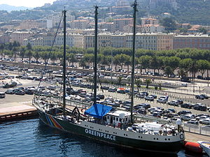 La Rainbow Warrior in porto a Bastia