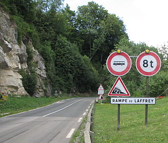Rampe de Laffrey - Beginning of the roadway at the exit of the village of Laffrey